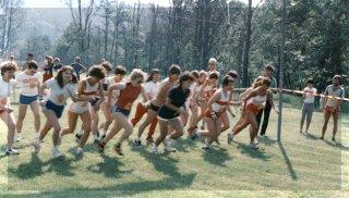 1982: Über 1000 Teilnehmer beteiligten sich am 5. Internationalen Volkslauf- und Wandern beim TV Mömlingen.